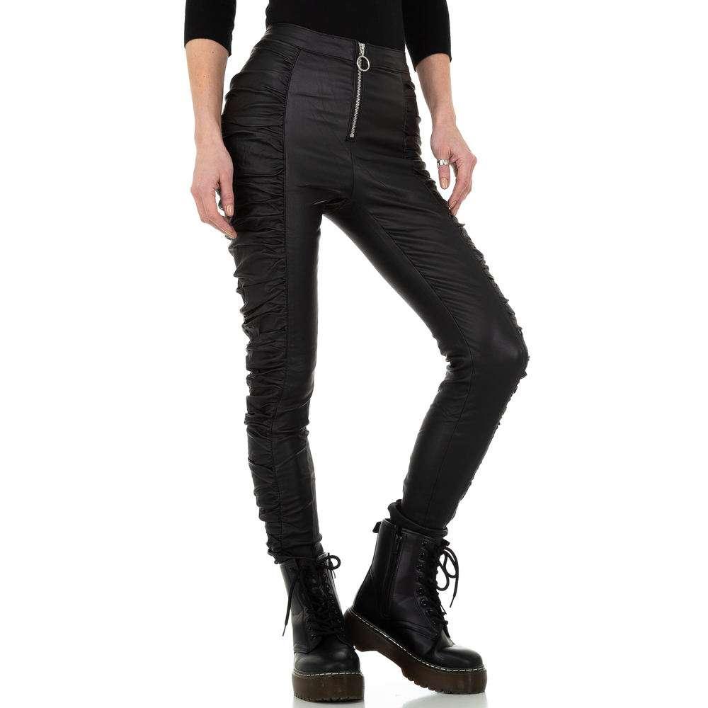 Pantaloni cu aspect piele pentru femei de la Daysie - negru - image 5
